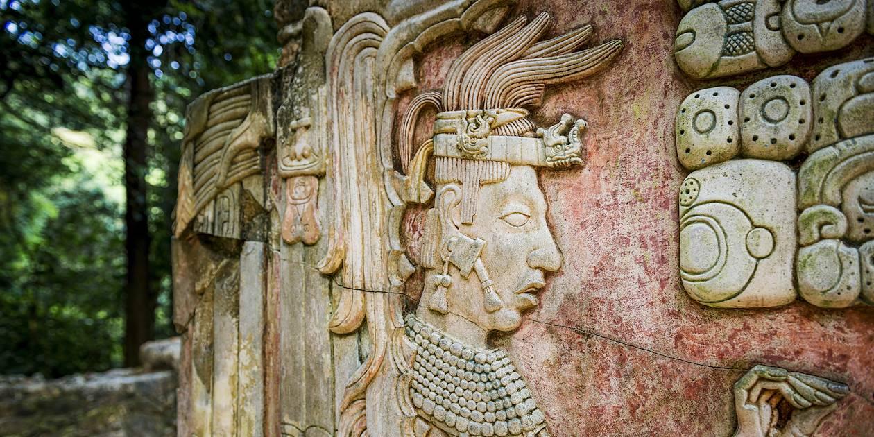 Détail d'un bas relief du site archéologique Tikal - Guatemala