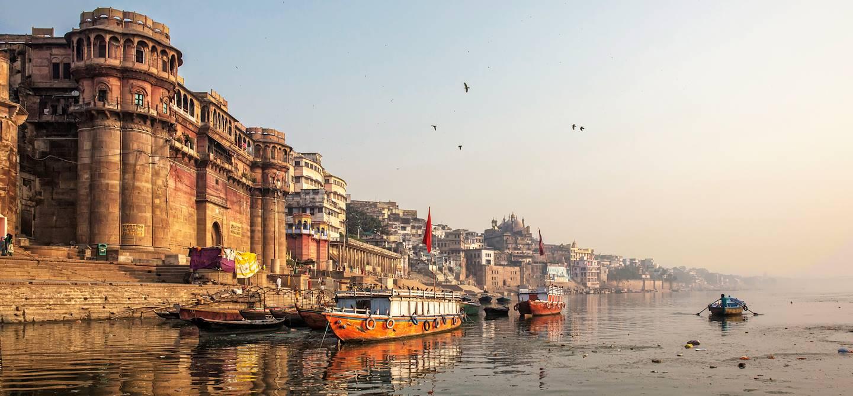 Ghat de Varanasi sur les bords du Gange - Varanasi - Uttar Pradesh - Inde
