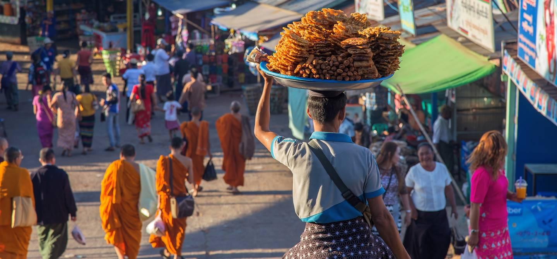 Dans les rues de Mandalay - Birmanie