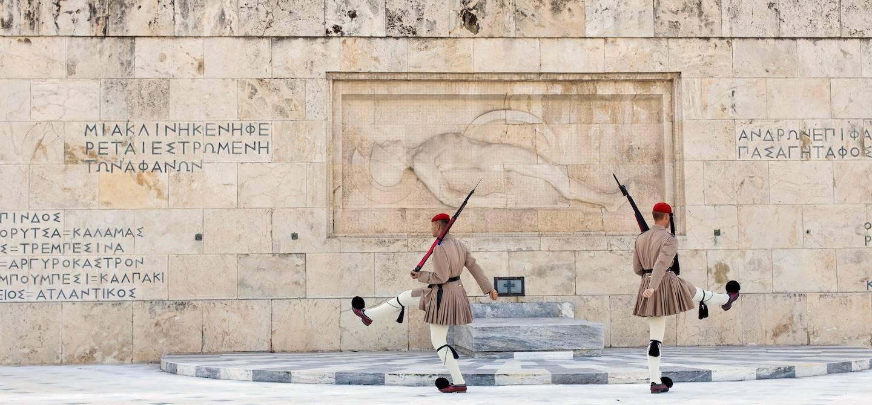 Gardes devant le Parlement grec, place Syntagma - Athènes - Grèce