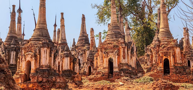 Stûpas au monastère d'In Dein  - Lac Inle - Birmanie