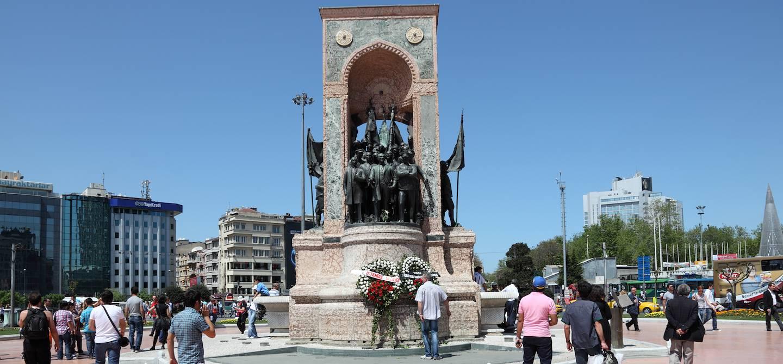 Monument républicain de 1928 sur la Place Taksim à Istanbul - Turquie