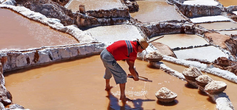 Portrait d'un péruvien dans les salines de Maras - Pérou