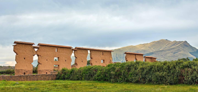 Temple de Wiracocha sur le site inca Raqchi - Pérou