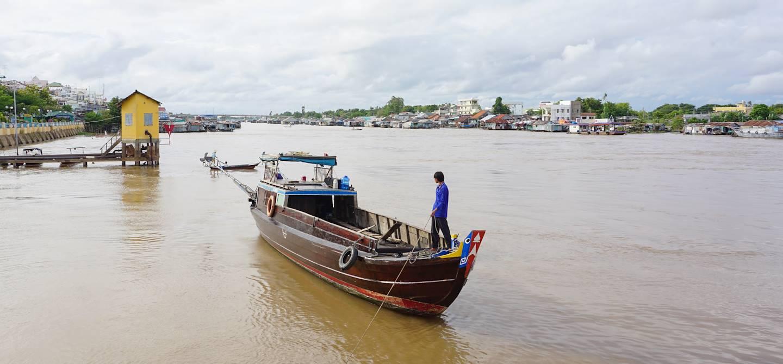 Pêcheur sur le Mékong - Cai Be - Vietnam