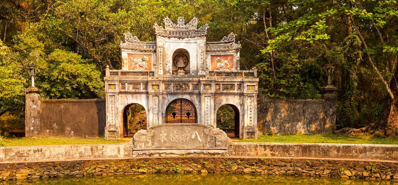 Triple porte de la Pagode Tu Hieu - Hue - Vietnam