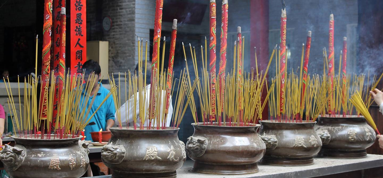 Braseros d'encens dans la pagode Thien Hau - Ho Chi Minh - Vietnam