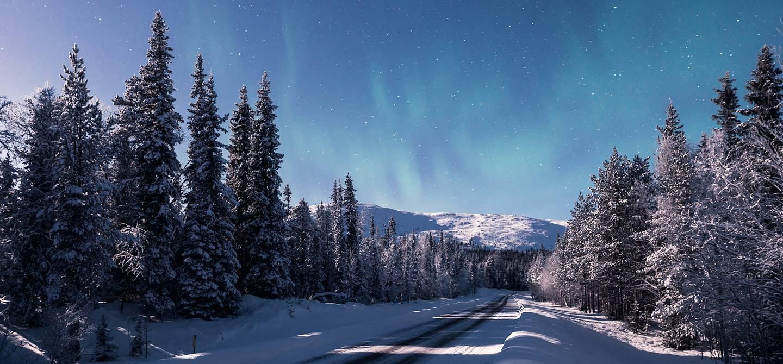 Nuit d'hiver en direction de Pallas dans le parc national de Pallas-Yllästunturi - Muonio - Finlande