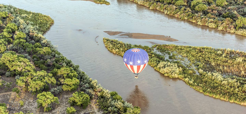 Montgolfière sur le Rio grande - Nouveau-Mexique - États-Unis