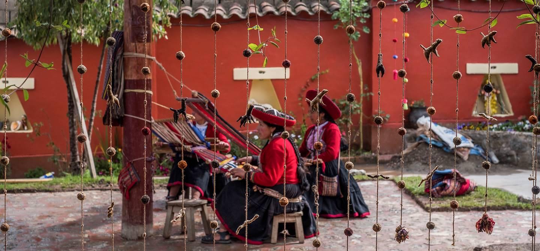 Chinchero : artisanat textile à partir de laine d'alpagas - Vallée Sacrée des Incas - Pérou