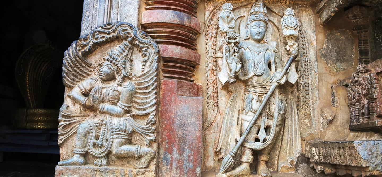 Dwarapala et  Garuda, temple de Chennakeshava - Belur - Karnataka - Inde