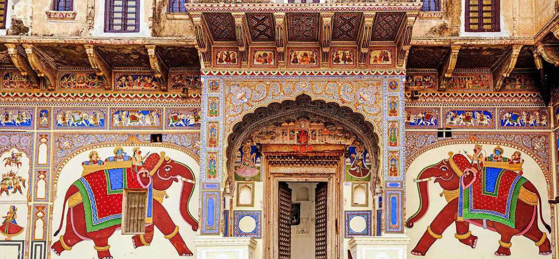 Façade colorée d'une haveli à Mandawa - Rajasthan - Inde