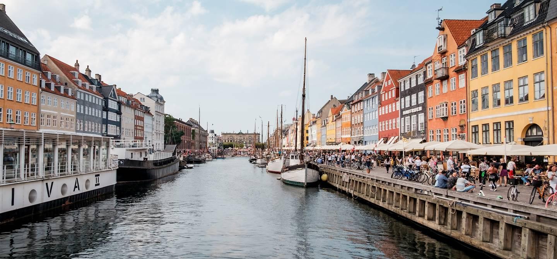 Canal Nyhavn et ses maisons colorées - Copenhague - Danemark