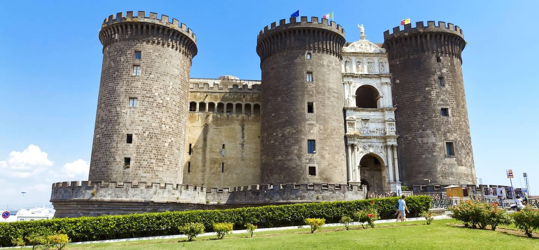 Castel Nuovo - Piazza del Municipo - Naples - Campanie - Italie