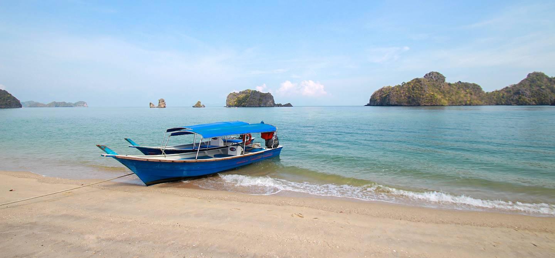 Bateau de pêche sur l'île de Langkawi - Malaisie