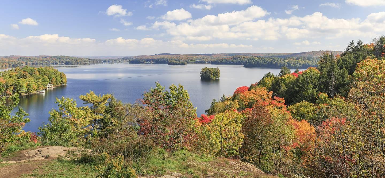 Journée d'automne sur le Fairy Lake - Huntsville - Muskoka - Province de l'Ontario - Canada