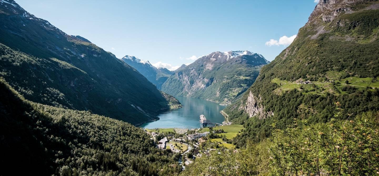 Vue sur le Geirangerfjord depuis le route 63 - Norvège