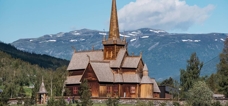 Stavkirke de Lom, église en bois debout - Norvège