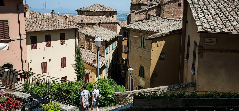 Le village médiéval Montepulciano - Toscane - Italie