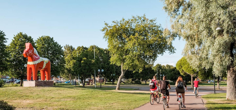 Balade à vélo dans un parc de Mora - Comté de Dalécarlie - Suède