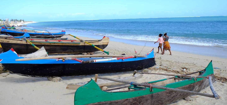 Sur une plage du village vezo d'Anakao - Région d'Atsimo-Andrefana - Madagascar