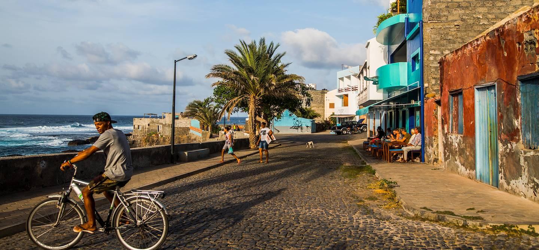 Fin d'après midi dans les rues de la ville - Ponta do Sol - Île de Santo Antao - Cap Vert