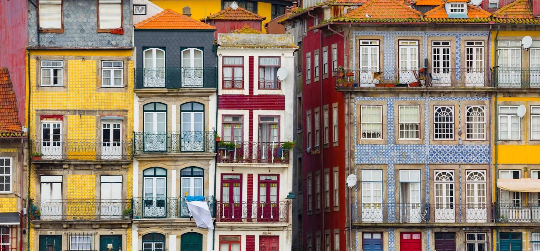 Architecture traditionnelle du quartier Ribeira, centre historique - Porto - Portugal
