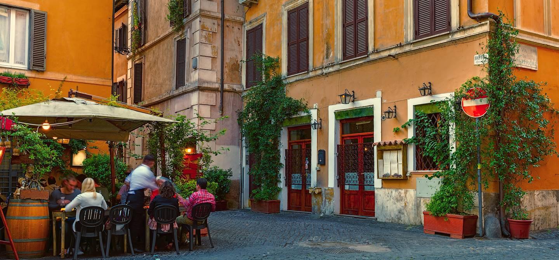 Rue du vieux quartier du Trastevere - Rome - Italie