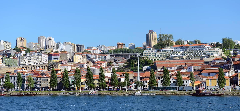 Vila Nova de Gaia sur la rive sud de la rivière Douro - Porto - Portugal