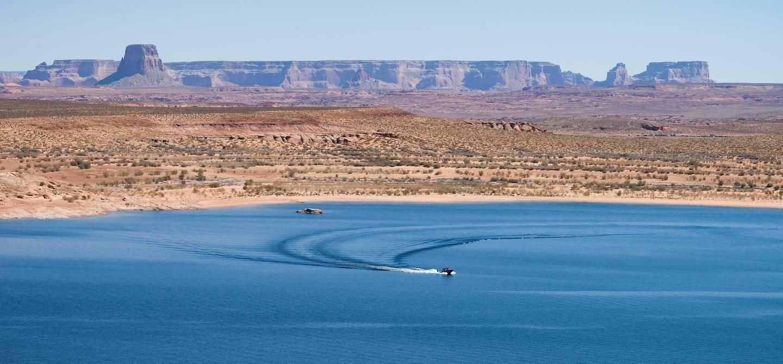 Le Lac Powell, lac artificiel sur le fleuve Colorado - Arizona - Etats-Unis