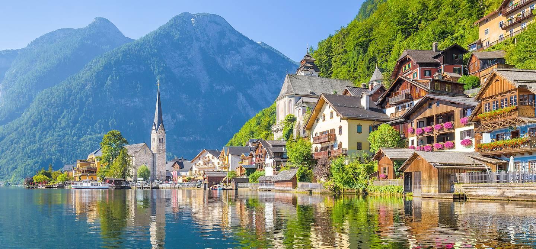 Village des alpes au bord du lac Hallstättersee - Hallstatt - Salzkammergut - Autriche