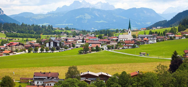 Village alpin dans la région du Tyrol - Autriche
