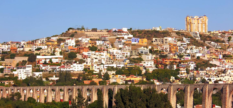 Vue de la ville et de l'aqueduc Los Arcos - Queretaro - Mexique