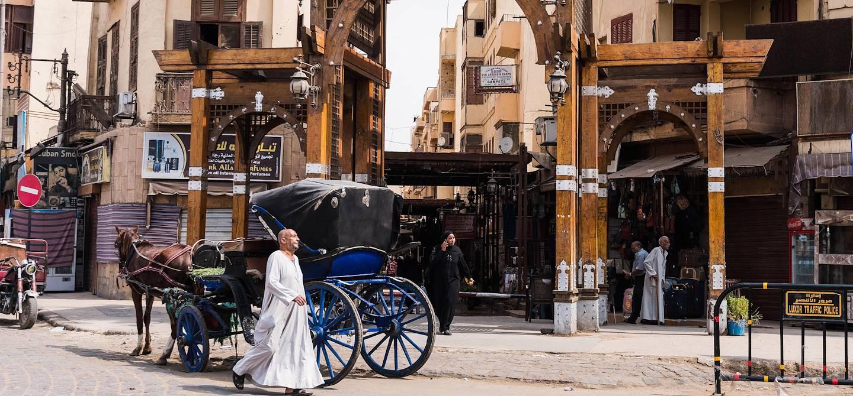 Scène de vie dans les allées du souk - Louxor - Égypte