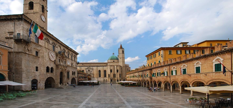 Palazzo dei Capitani del Popolo - Ascoli Piceno - Marches - Italie