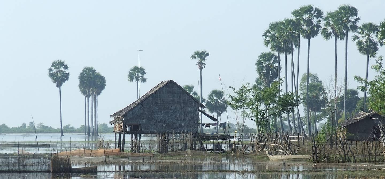 Lac Tonlé Sap et ville de Kompong Thom - Cambodge