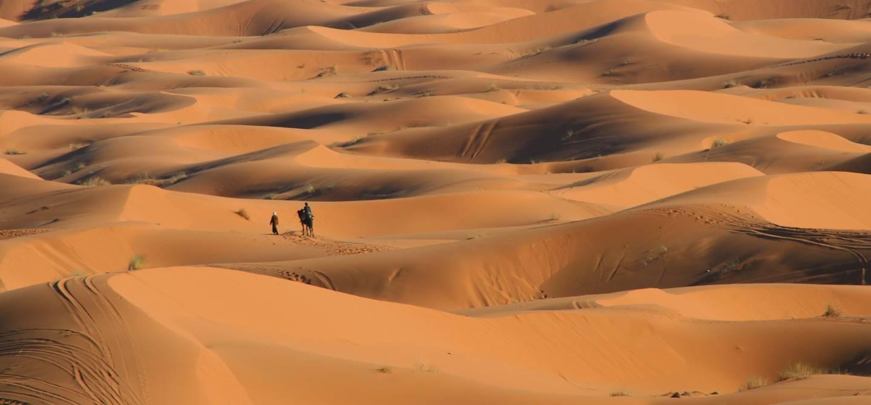 Dunes de l'erg Chebbi dans le désert de Merzouga - Maroc