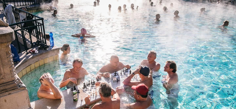 Joueurs d'échecs dans les Thermes Széchenyi - Budapest - Hongrie