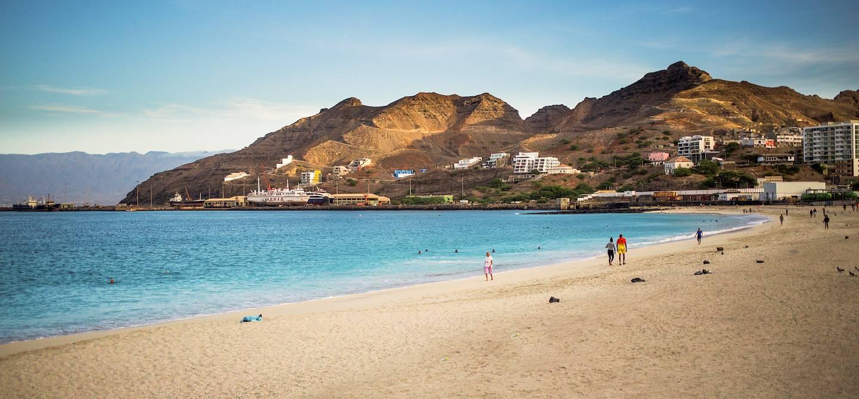 La plage de Mindelo au petit matin - Mindelo - Île de Sao Vicente - Cap Vert