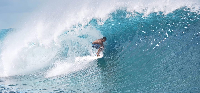 Surf à Teahupo'o - Tahiti - Archipel de la Société - Polynésie française