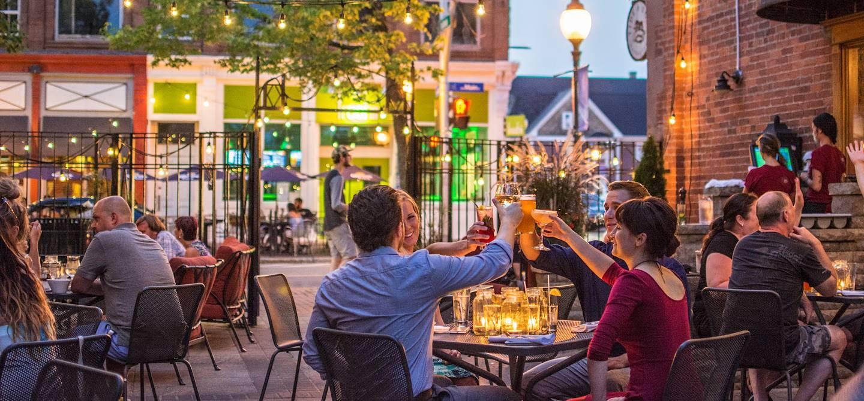 Sur la terrasse d'un restaurant à Moncton - Nouveau-Brunswick - Canada