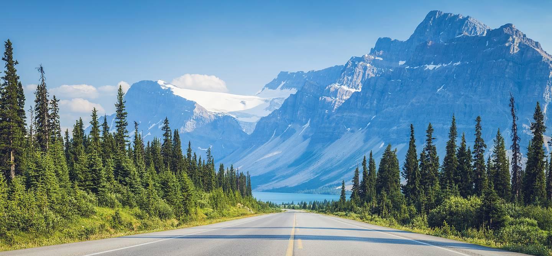 Sur la route longeant les Rocheuses - Alberta - Canada