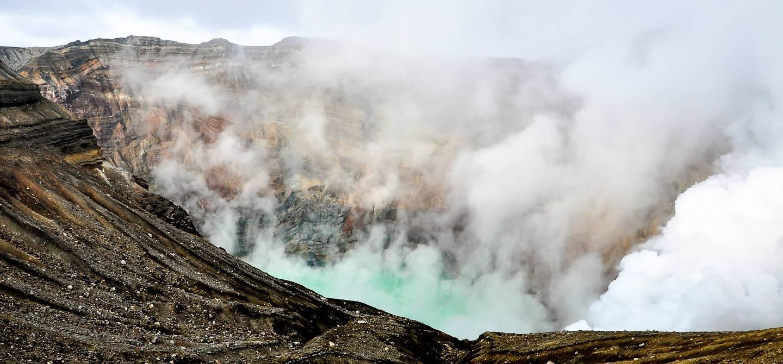 Cratère fumant du Mont Aso - Préfecture de Kumamoto - île de Kyushu - Japon