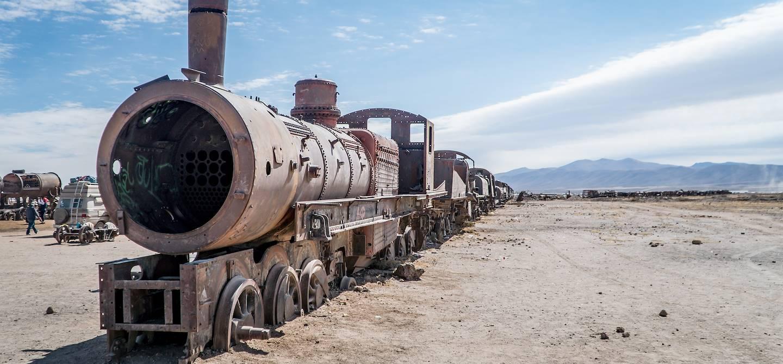 Cimetière de trains dans le salar d'Uyuni - Bolivie