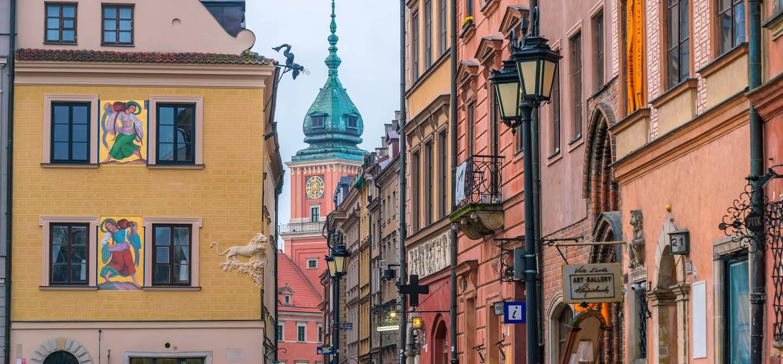 Dans les rues de la vieille ville de Varsovie - Pologne
