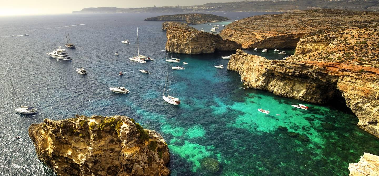 Yachts et voiliers sur l'île de Comino - Malte