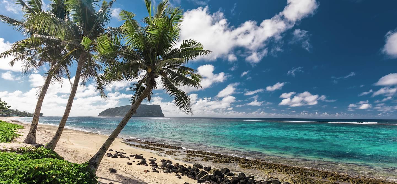 Plage de Lalomanu sur l'île d'Upolu - Archipel des Samoa