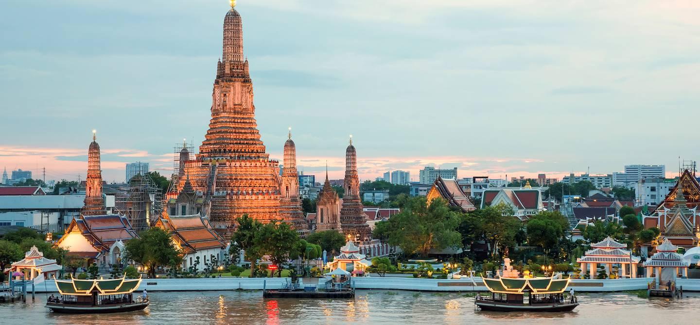 Sur les rives du fleuve Chao Phraya - Bangkok - Thailande