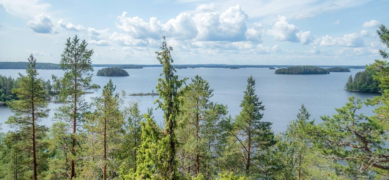 Le parc national Linnansaari depuis le sommet de rocky island - Finlande