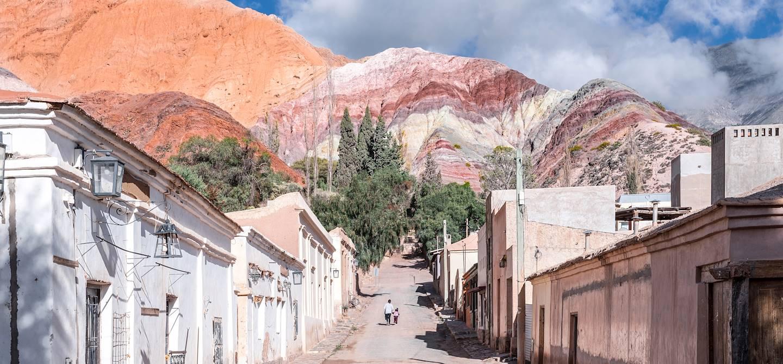 Rue du village et colline aux sept couleurs - Purmamarca - Province de Jujuy - Argentine